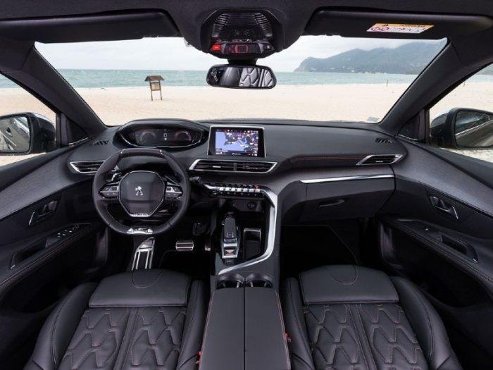 Renting Peugeot 5008 imagen interior delantera